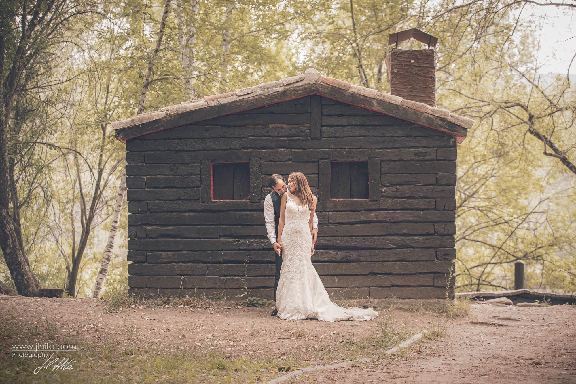 Pareja en una sauna finlandesa en Rascafria